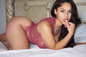 Aryana hook up